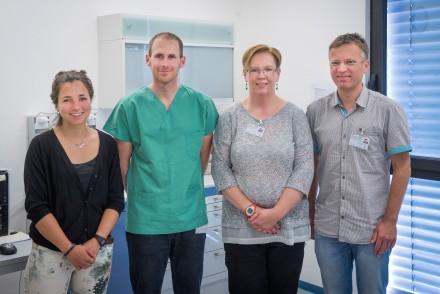 Starkes Engagement für die medizinische Versorgung der Asylsuchenden (v.l.n.r.): Medizinstudentin Katharina Wahedi, Dr. Johannes Pfeil, Iris Schelletter, und Dr. Thomas Lutz (alle Kinderheilkunde I).
