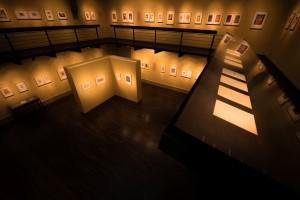 Das Museum Sammlung Prinzhorn umfasst ca. 14.000 Zeichnungen, Gemälde, Skulpturen und Texte, die Insassen psychiatrischer Anstalten geschaffen haben. Dieser weltweit einzigartige Fundus wurde von dem Kunsthistoriker und Psychiater Hans Prinzhorn (1886-1933) zusammengetragen.