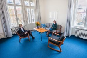Frau Prof Dietzen im Gespräch