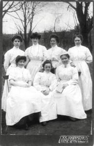 1908_schulerinnen-der-heidelberger-hebammenschule