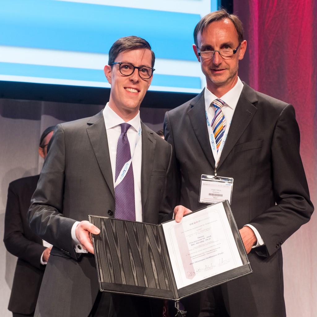 PD Dr Nicolay und Prof Debus bei Preisübergabe